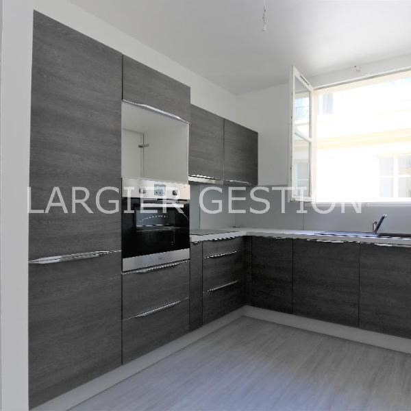 Location appartement Paris 2ème 2 340€ CC - Photo 3