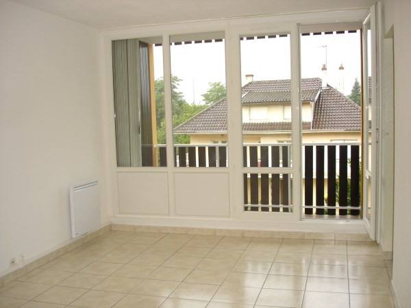 Rental apartment Cremieu 676€ CC - Picture 1