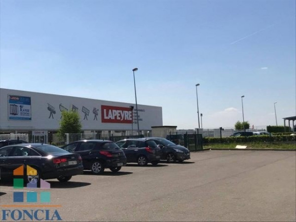 Location Local commercial Luisant 0