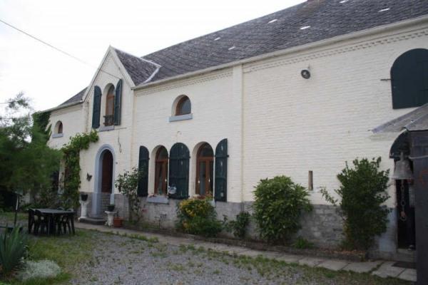 Small farmhouse 9 rooms