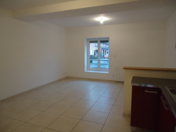Rental apartment Nivolas vermelle 565€ CC - Picture 2