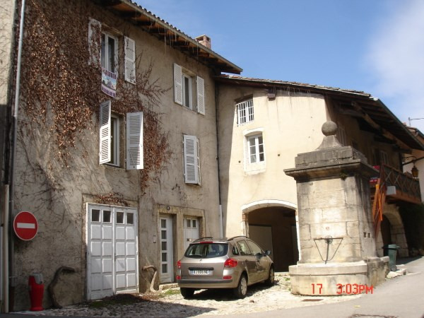 Location appartement Poncin 435€ CC - Photo 2