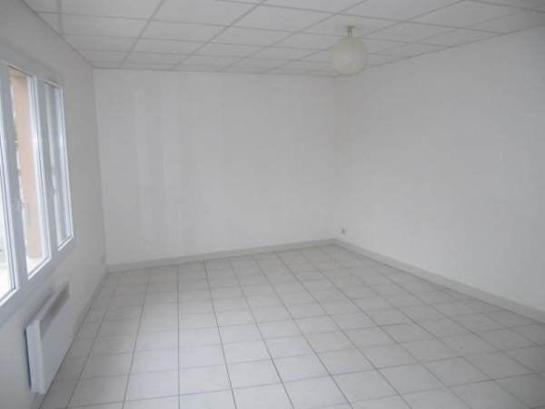 Location appartement Janville sur juine 730€ CC - Photo 1