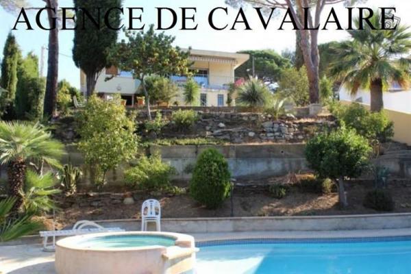 Villa T 6 sur Cavalaire proche du centre ville avec piscine