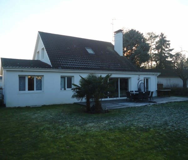 Sale house / villa Lesigny 520000€ - Picture 1