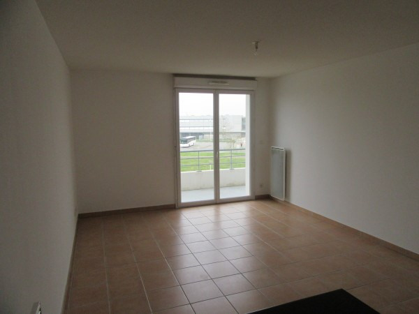 Location appartement La salvetat st gilles 486€ CC - Photo 2