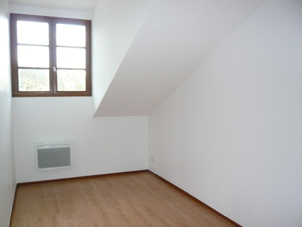 Location appartement Cremieu 651€ CC - Photo 3