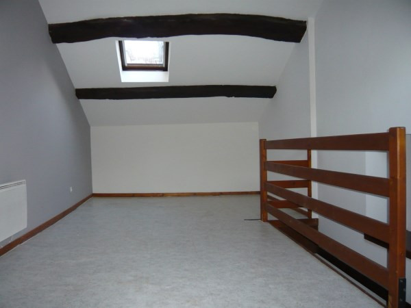 Rental apartment Cremieu 430€ CC - Picture 3