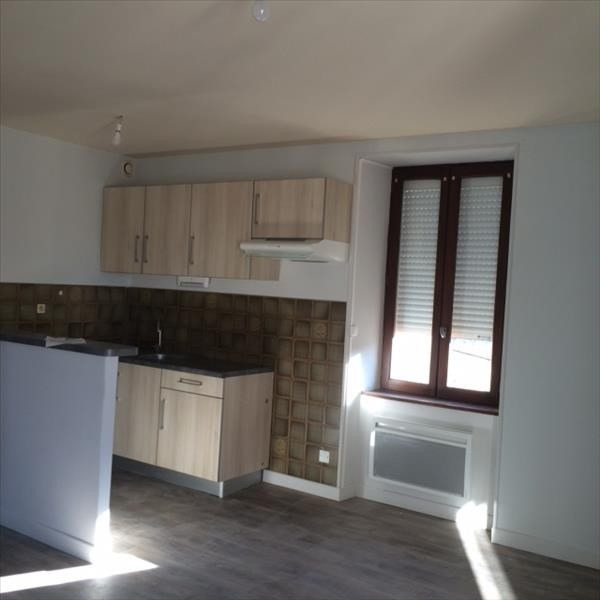 Location appartement Laissac 393€ CC - Photo 1
