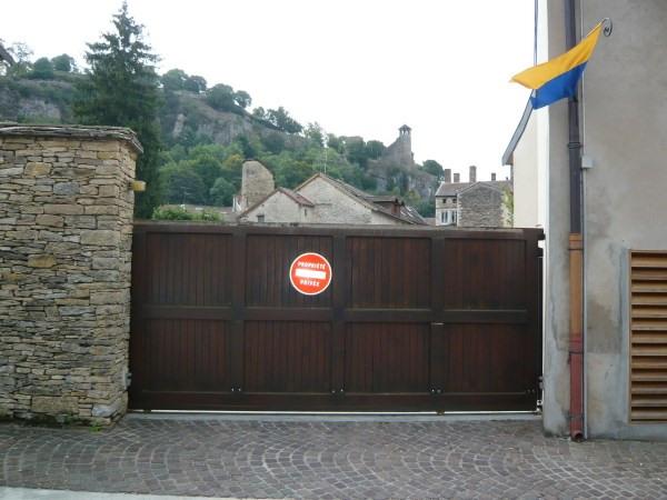 Rental parking spaces Cremieu 40€ CC - Picture 1