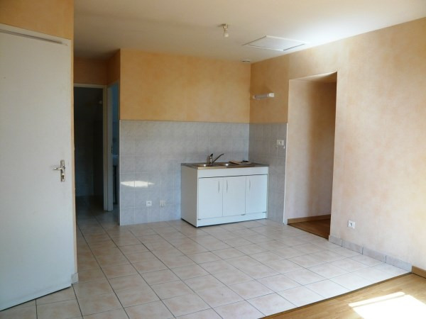 Location appartement Courtenay 399€ CC - Photo 1