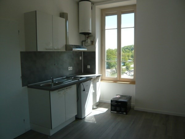 Rental apartment Porcieu amblagnieu 320€ CC - Picture 1
