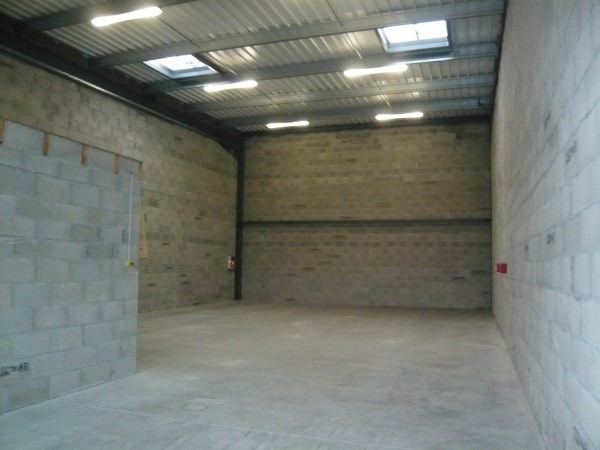 Location local commercial Villefontaine 1144€ CC - Photo 1
