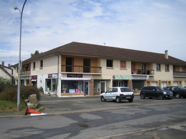 Location local commercial Janville sur juine 825€ CC - Photo 1