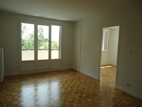 Rental apartment Pont de cheruy 646€ CC - Picture 2