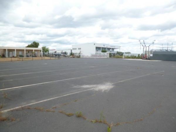 Location Local d'activités / Entrepôt Servian 0