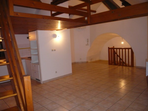 Location appartement Cremieu 605€ CC - Photo 1