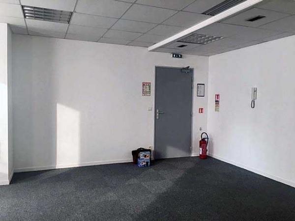 location bureau lille nord 59 117 m r f rence n 136389l. Black Bedroom Furniture Sets. Home Design Ideas