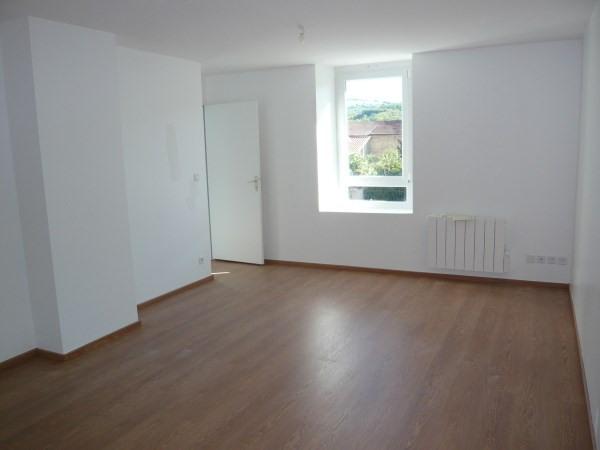 Rental apartment Sillans 575€ CC - Picture 1