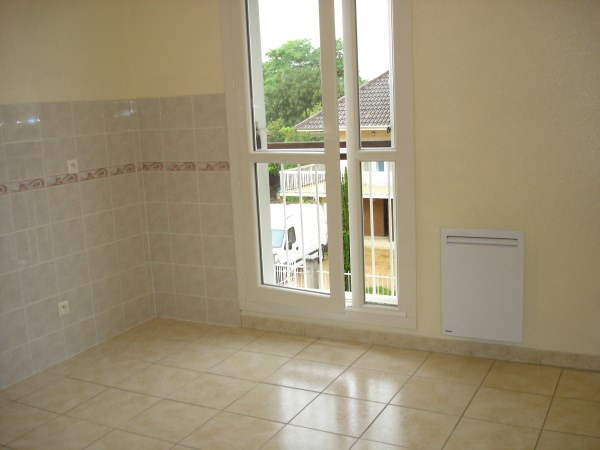 Rental apartment Cremieu 676€ CC - Picture 3