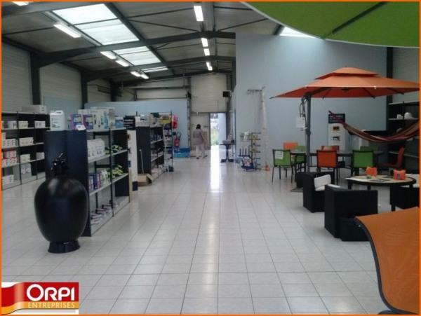 Location Local d'activités / Entrepôt Domérat 0