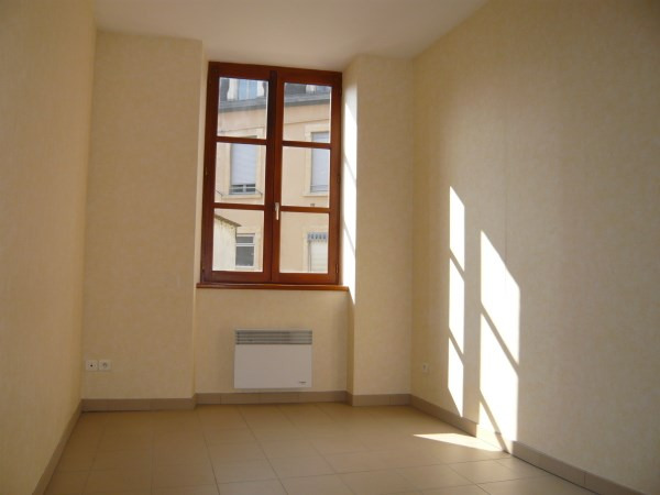 Rental apartment Bourgoin jallieu 445€ CC - Picture 2