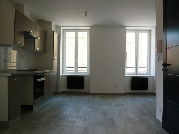 Rental apartment La verpilliere 460€ CC - Picture 2