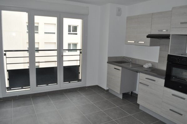 Location appartement Marseille 5ème 690€ CC - Photo 1