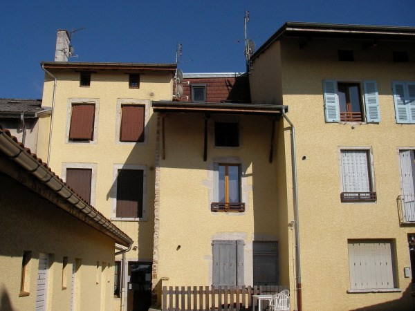 Rental apartment St jean le vieux 533€ CC - Picture 1