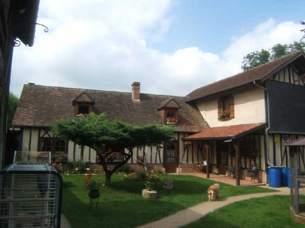 Sale house / villa Francastel 300000€ - Picture 1