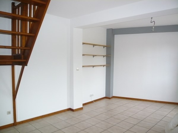 Location appartement Cremieu 651€ CC - Photo 2