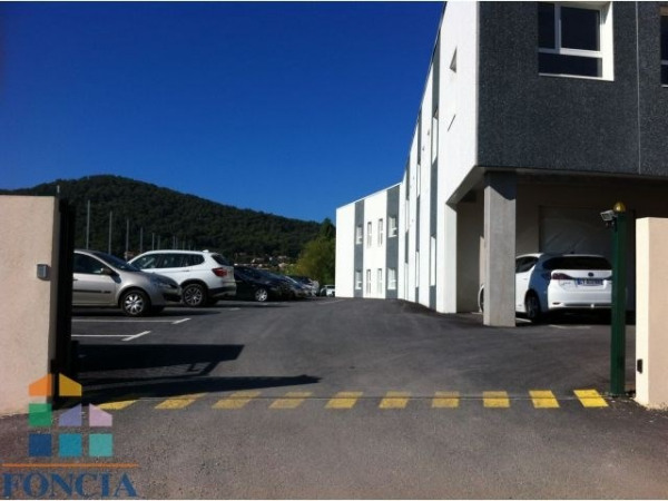 Location Local commercial La Crau 0