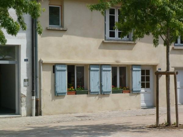 Rental apartment Cremieu 420€ CC - Picture 1