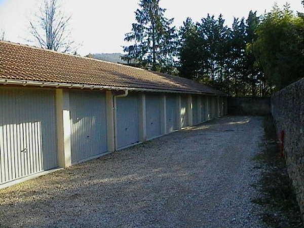 Rental parking spaces Cremieu 75€ CC - Picture 1