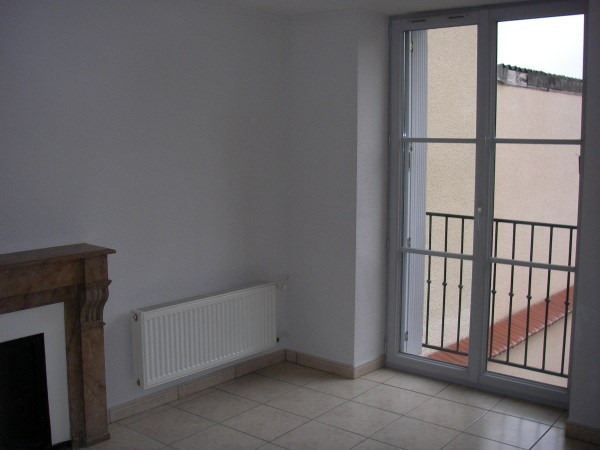 Rental apartment Jujurieux 400€ CC - Picture 1