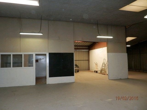 Location Local d'activités / Entrepôt Avrillé 0