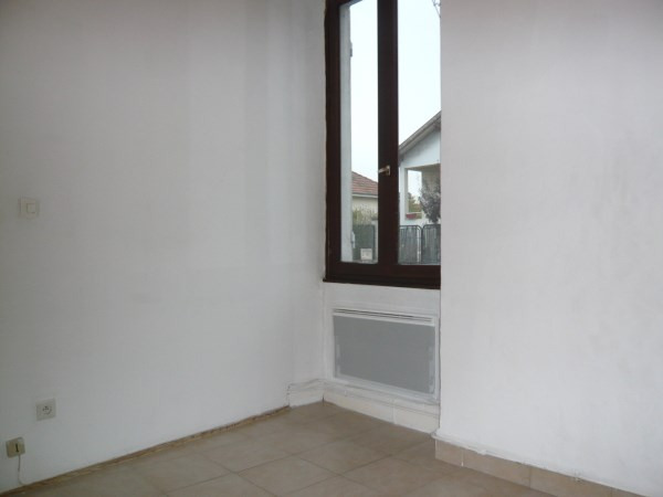 Rental apartment Pont de cheruy 385€ CC - Picture 3
