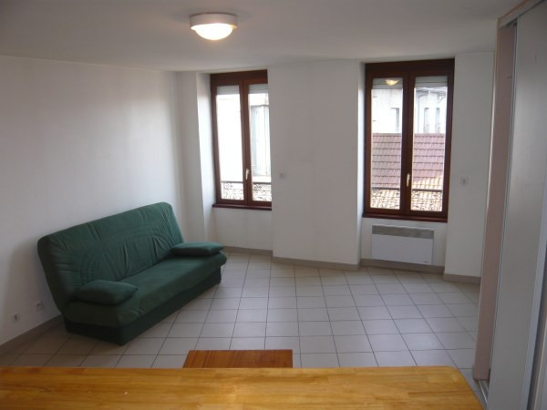 Rental apartment Bourgoin jallieu 420€ CC - Picture 2
