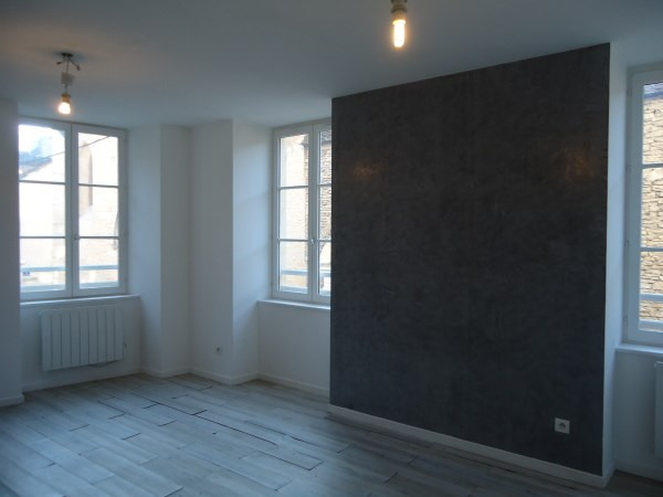 Rental apartment Cremieu 547€ CC - Picture 2