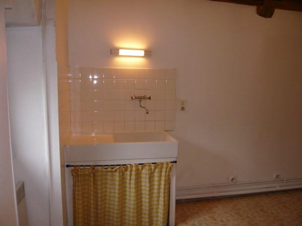Rental apartment Cremieu 335€ CC - Picture 3
