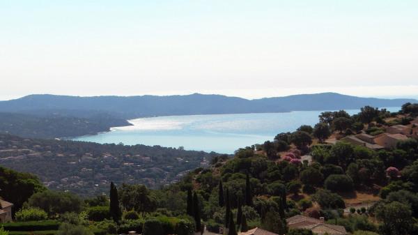 Magnifique villa vue mer avec piscine à débordement
