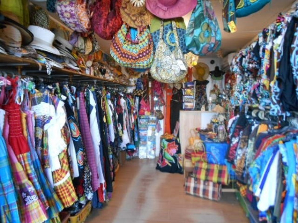 Fonds de commerce Prêt-à-porter-Textile Saint-Pierre 0