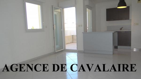 Appartement T 3 à Cavalaire avec aperçu mer et garage