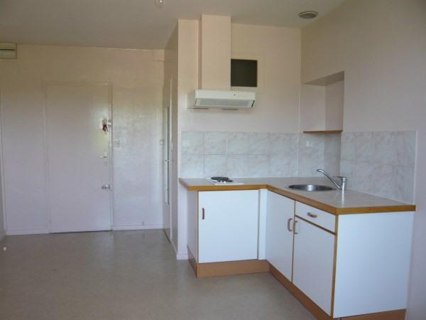 Rental apartment La verpilliere 432€ CC - Picture 2
