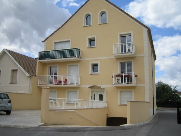 Rental apartment Le plessis pate 845€ CC - Picture 1