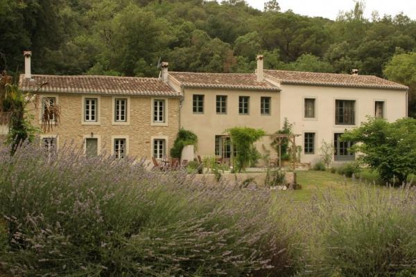 Fermette en pierres rénovée en 3 habitations