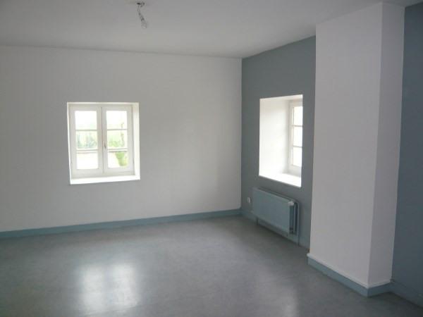 Rental apartment Frontonas 710€ CC - Picture 1