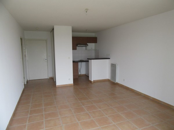Location appartement La salvetat st gilles 486€ CC - Photo 3