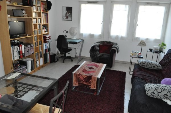 Rental apartment Marseille 5ème 433€ CC - Picture 1