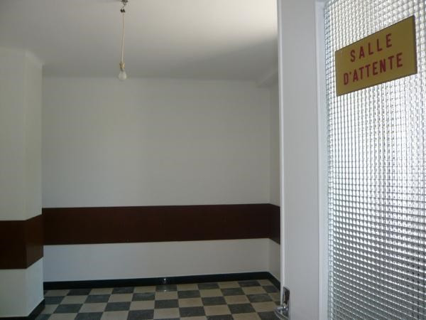 Location local commercial Cremieu 580€ CC - Photo 4